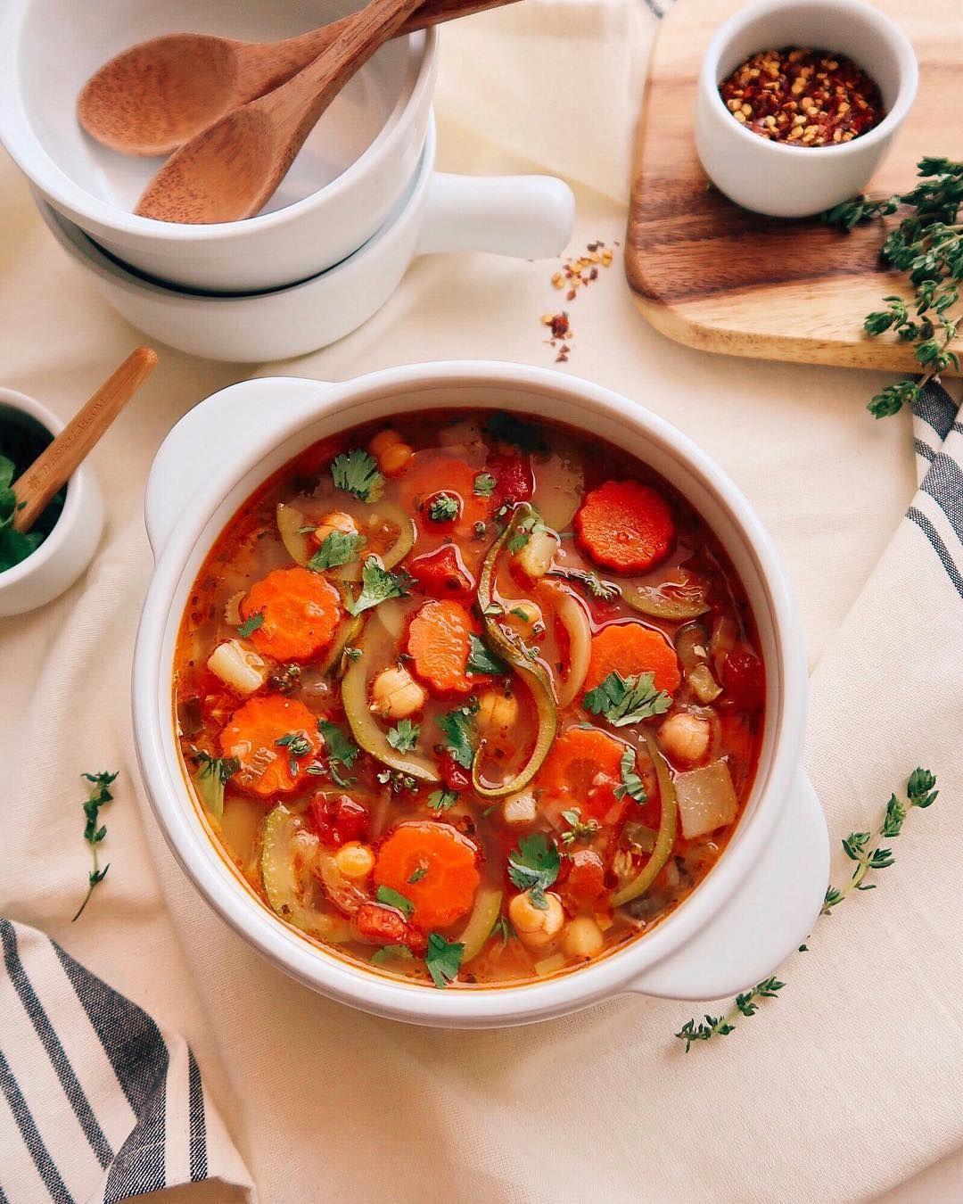 Суп с овощной лапшой и нутом
