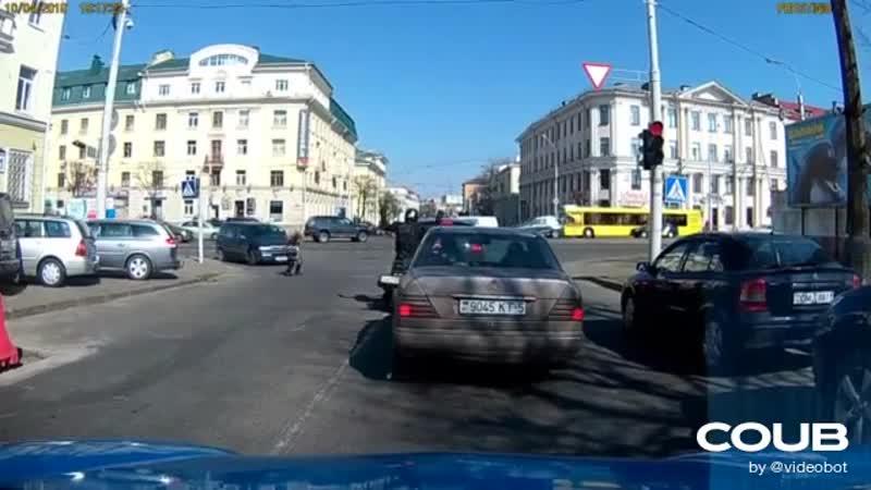 Мотоциклист качает
