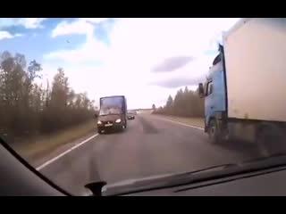 Водитель фуры спас от лобового