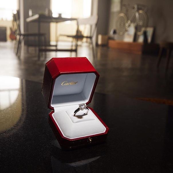 Знаменитый футболист Роналду восхитил соцсети своим поступком Мужчина подарил своей девушке кольцо за 615 тысяч фунтов (60 млн
