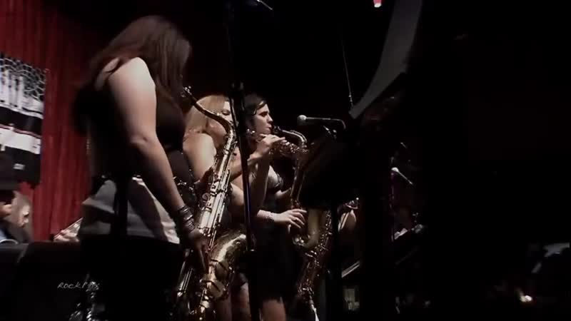 Sax quartet plays Just the Two of Us (Grover Washington, Bill Withers) (The Quad