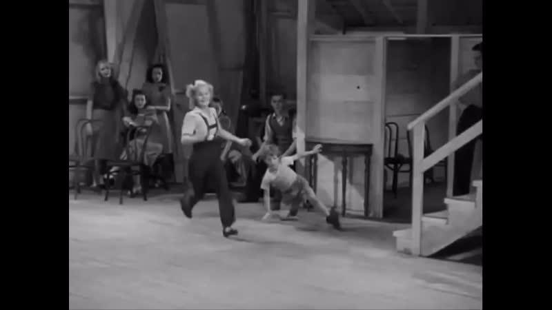Джун Приссер демонстрирует свои акробатические навыки