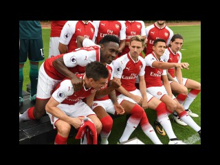 IM ABSOLUTELY FREEZING!   Go behind the scenes at the 2017/18 Arsenal photocall