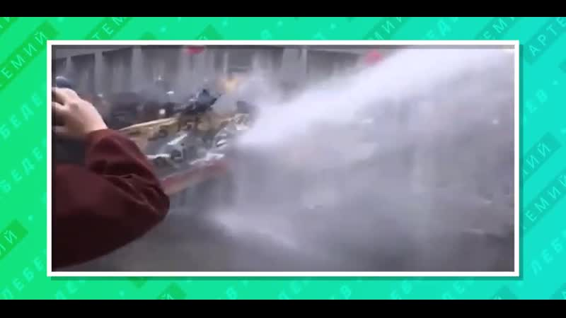 Полиция применила водомет на протестах против карантина в Берлине