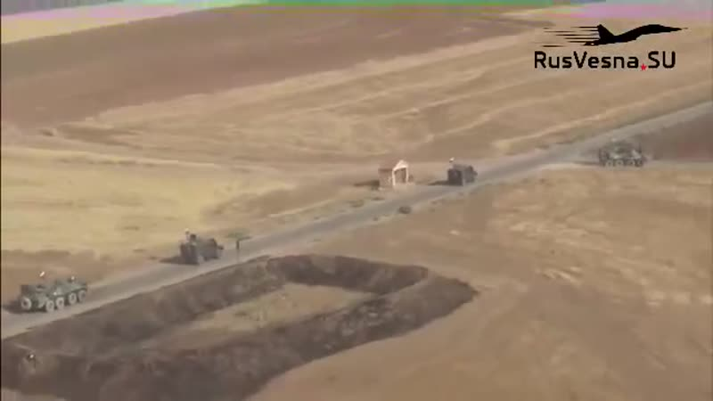 Российские БТРы при поддержке вертолетов ВКС РФ