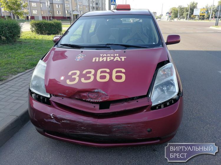 """Оказывается, таксист """"подбил"""" автомобиль охраны, которая неслась на маяках спасать Евроопт"""