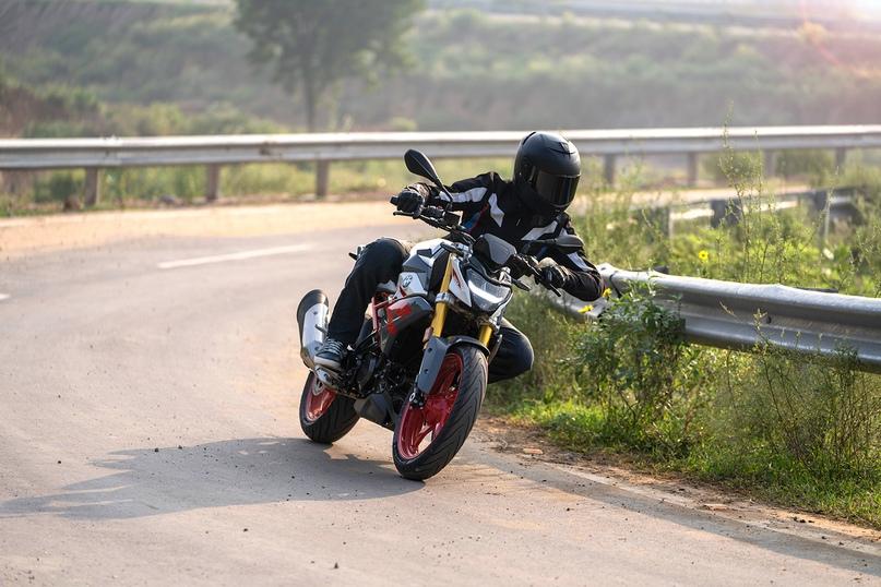 Обновленный мотоцикл BMW G310R 2021