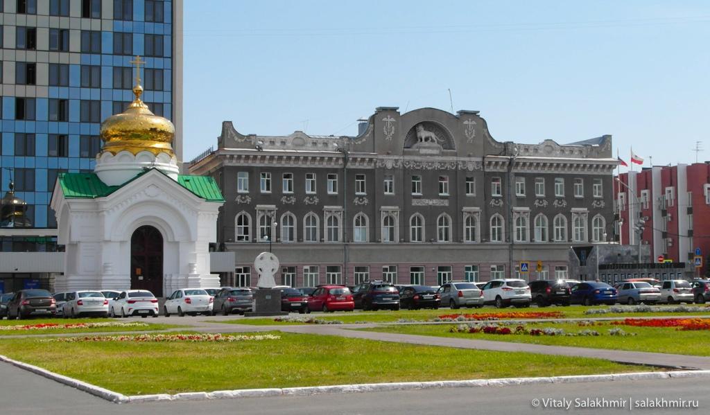 Дом со львом на театральной площади в Саратове 2020