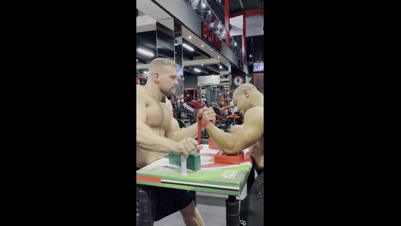 Кирилл сарыче и Ларри Уилс