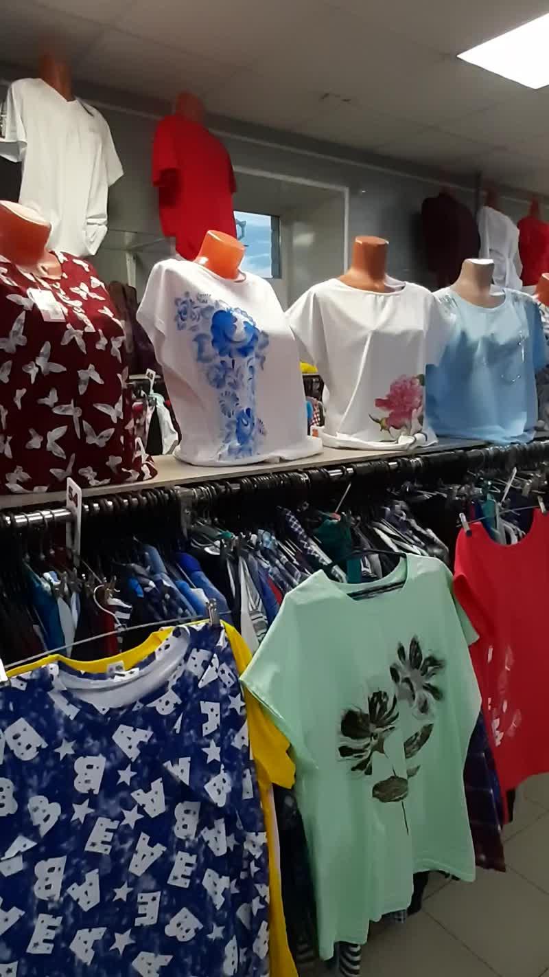 Новое поступление шикарных женских футболок в магазинах