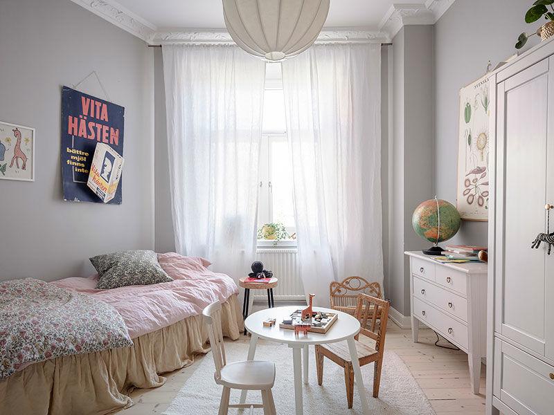 Уютная квартира с оливковыми стенами, винтажной мебелью и галереей из постеров || 03