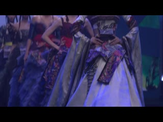 Вышивка Дунсян на Китайской международной неделе моды