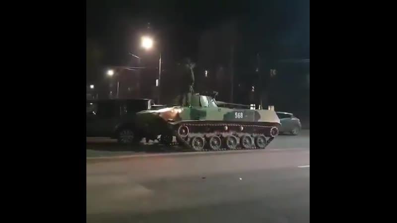 """Вся Росія в одній новині У Тулі зіткнулися дві російські скрепи"""" танк врізався у позашляховик священика РПЦ Таке комбо можл"""