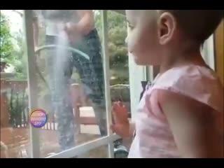 Мама решила подшутить над дочей