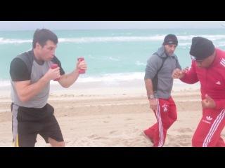 Григорий Дрозд и Одланьер Солис. Тренировка на песке.