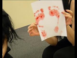 Каблукам  быть!  Казахстанские модели на пальцах объяснили, почему шпильки запрещать нельзя.