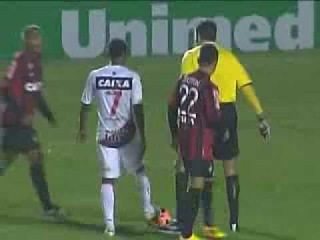 1º Gol de Ayrton - Atlético-PR 3x5 Vitória  - 29/09/13 - BRASILEIRÃO 2013 - 24ª RODADA