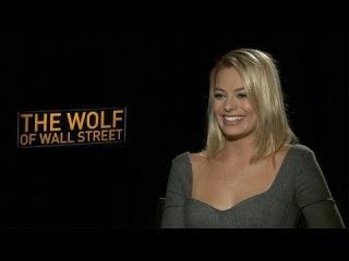 """Margot Robbie Says Even Leonardo DiCaprio Can Be a """"Massive Nerd"""""""