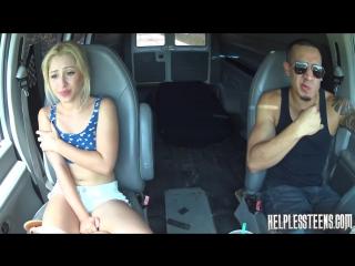Подвез и износиловал блондинку Teen blonde hitchhiker raped