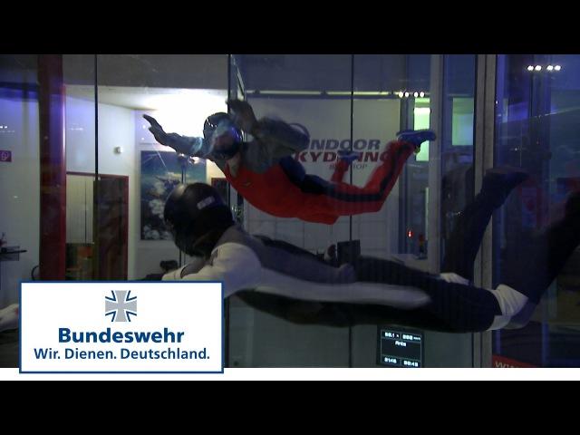 Fallschirmjäger der Bundeswehr im Windkanal