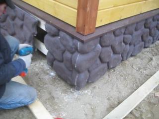 Отделка цоколя дома искусственным камнем  ГЛАВ-СВАИ СПБ