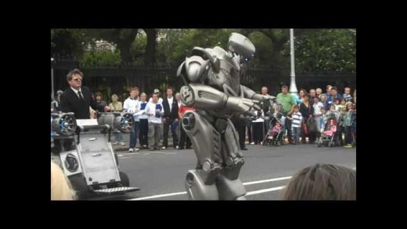 Robot at Street Performer's Fair Dublin 2009