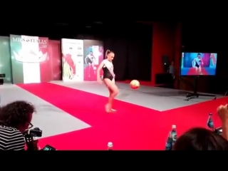 Miss italia 2016_ la tarantina debora novellino esalta il calcio femminile