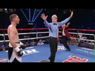 Inspector runs halfway across the ring to stop the fight in the 4th #LMAO