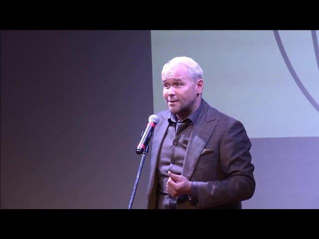 Максим Аверин читает стихотворение «Всё начинается с любви» Р.Рождественского