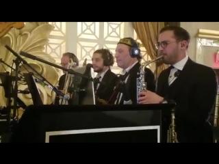 Mendy Hershkowitz orchestra featuring shlome daskal and yedidim choir singing   from shveki