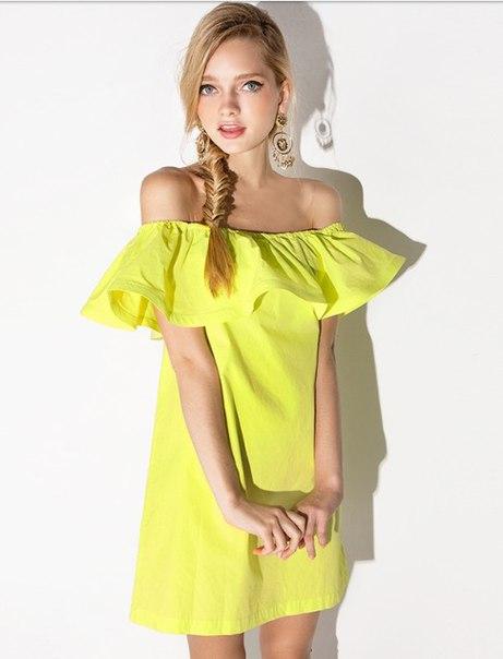 Полосатое платье на полных фото фото холсте