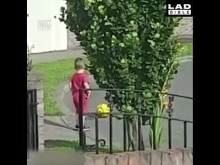 Мама запретила выходить на дорогу