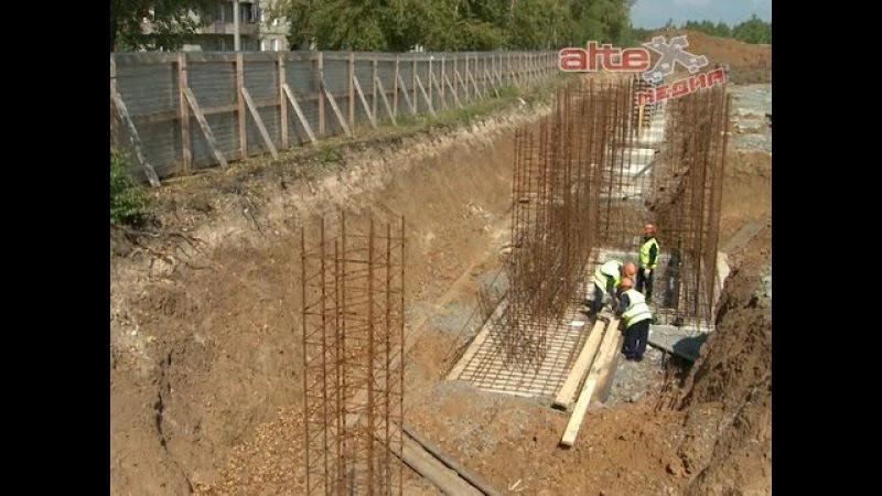 Евгений Куйвашев и Андрей Козицын заложили памятную капсулу и дали старт строительству ледовой арены в Красноуральске