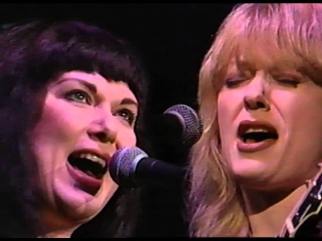 The Wilson Sisters - The Battle of Evermore - 11/6/1993 - Shoreline Amphitheatre (Official)