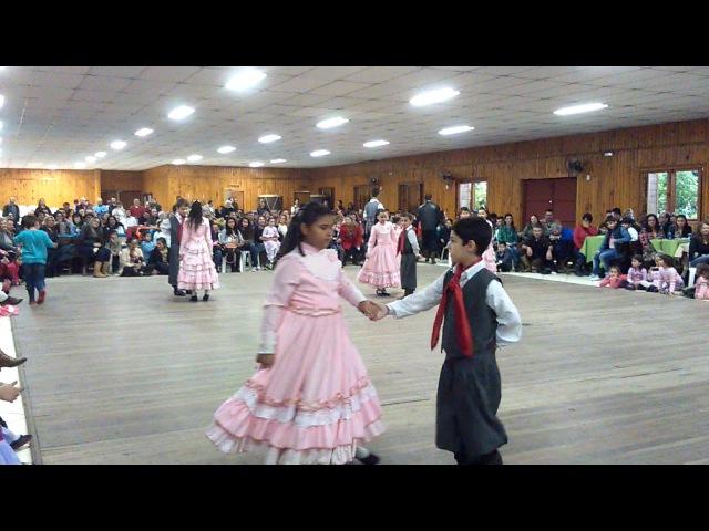 Apresentação Escolinha CTG Aldeia dos Anjos Maçanico e Tatu de Volta no Meio