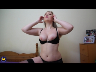 Daisy (eu) (30) hot british mom loves playing in bed (masturbation shaved solo toys)