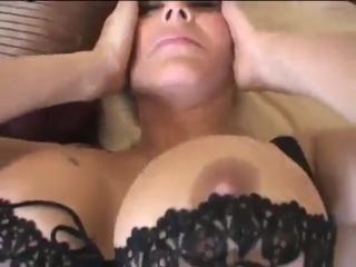 Зрелая сексуальная мамка давалка с большими сиськами и большой попкой
