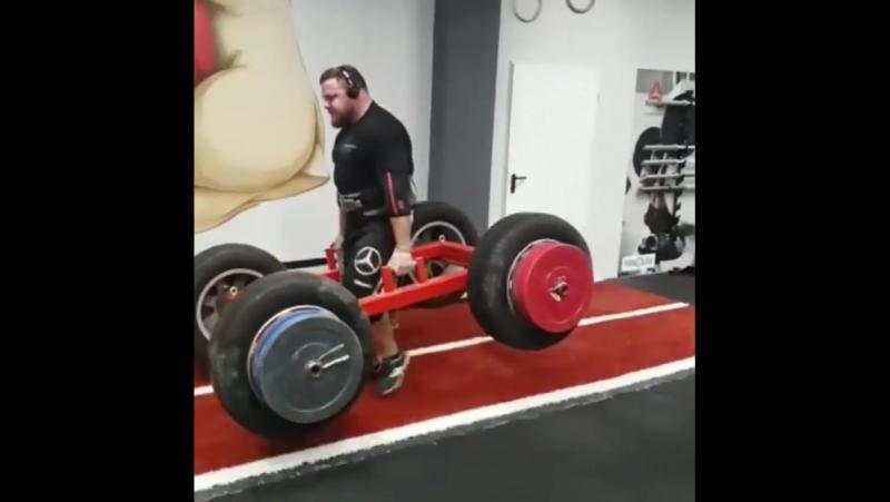 Матеуш Белшак, колодец 500 кг в лямках