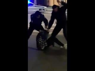 На фестивале Hip-hop May Day  полицейские долбят молодежь