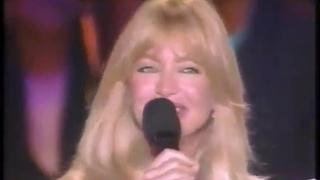 Lily Tomlin, Cher, Goldie Hawn, Meryl Streep, Bette Midler, Olivia Newton-John Sing (1990)