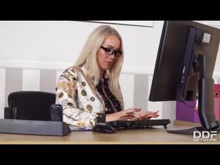Зрелая начальница трахнула молодого сотрудника за прогулы, milf sex woman porn job bang ass fuck busty tit pussy (Hot&Horny)