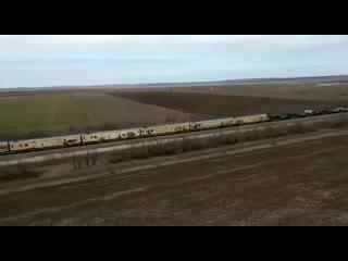 Аллигаторы сопровождают по Крыму поезд с сирийскими трофеями.