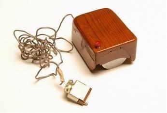 Первая компьютерная мышь, изобретатель - Дуглас Энгельбарт