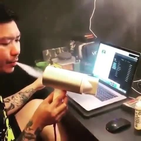 THE ORIGINAL IG FOR VAPE on Instagram This man is living in year 3000	Tag a friend 😂 Video by @adrianlodejavu future vaping""