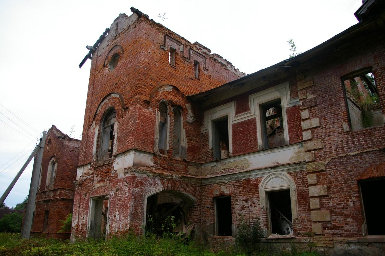 На юго-запад Ленобласти. Часть 4. Усадьба Редкино. Руины былой красоты.