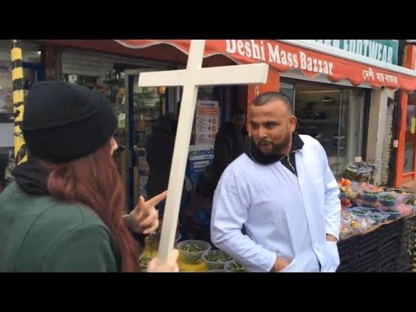 Was passiert, wenn eine christliche Prozession durch eine islamisierte englische Stadt zieht