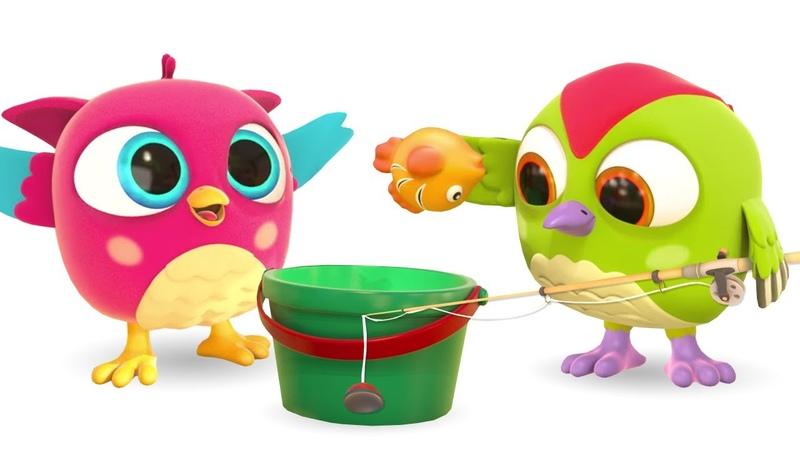 Совенок Хоп Хоп и дятел Тук Тук строят гоночную трассу для игрушечных машинок Мультфильм на английском языке