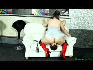 curvy bbw facesitting her submissive