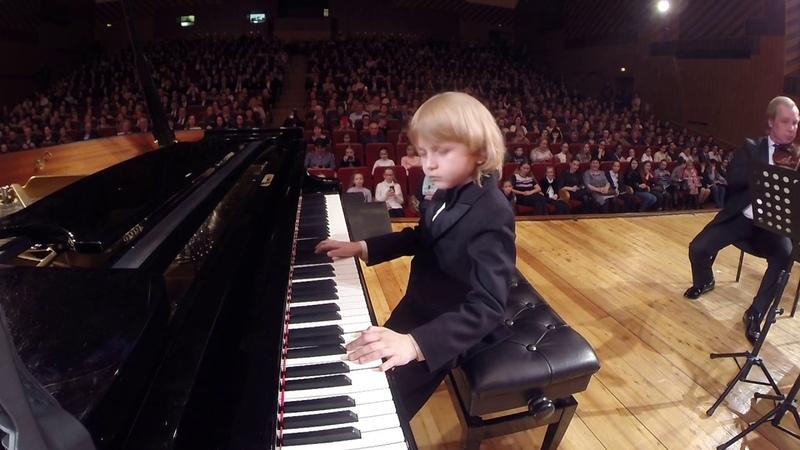 Юный пианист и композитор Young pianist and composer.젊은 피아니스트와 작곡가.若いピアニストと作曲家。Енисей Мысин Ел