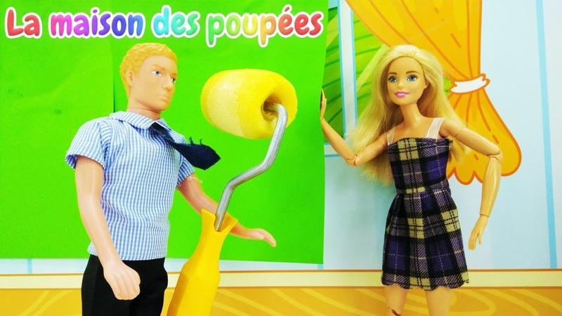Les voisins ont inondé l'appartement de Barbie. Ken et Barbie font la rénovation.